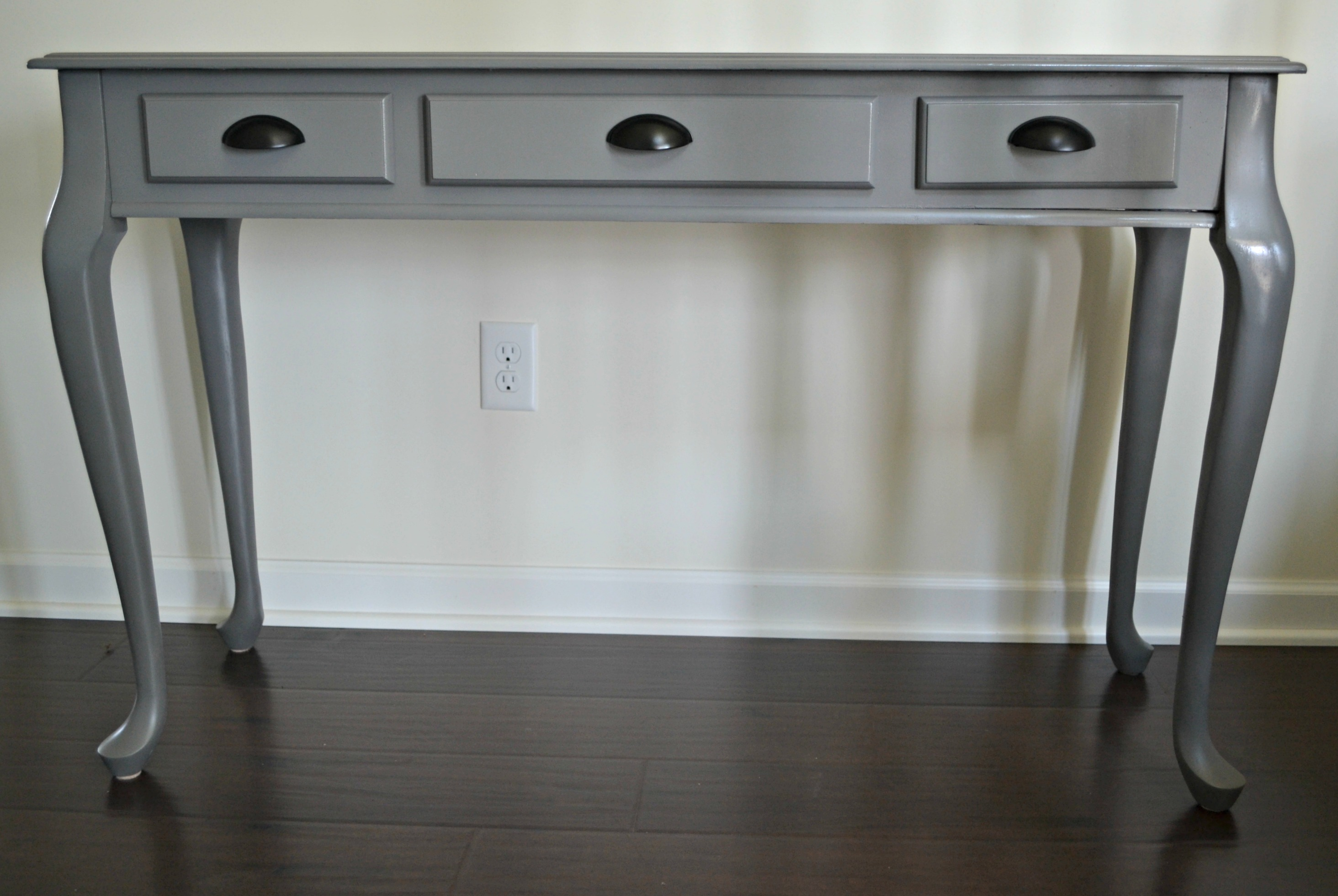 Diy spray painted console table how to update furniture for Painted foyer tables